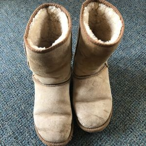 Used UGG boots chestnut color